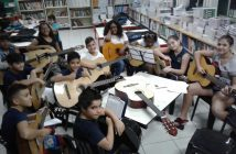 Aulas de música no Instituto Cuida de Mim